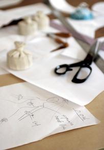 设计手稿剪刀和尺子