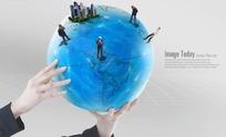 PS手举地球模型人文概念图分层PSD
