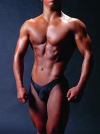 男性 肌肉/肌肉强健的男性身体特写