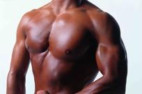 强壮的黑人胸部肌肉特写
