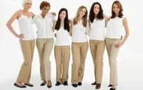 手搭肩站一排的六个美女
