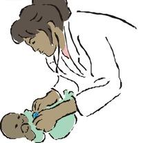 帮婴儿检查身体的医生