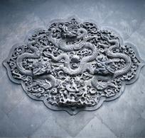 精美的龙纹纹饰浮雕特写图