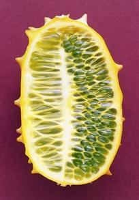 刺角瓜的横切面特写