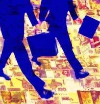各国纸币组成的图案上拿着皮箱行走的商务人士剪影