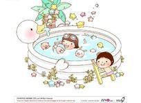 在游泳池游泳的小女孩