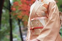 穿和服的日本女人上半身特写