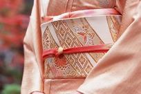 穿和服的日本女人腰部特写