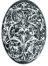 缠枝卷叶纹和欧洲人面纹动物纹构成的雕纹图案
