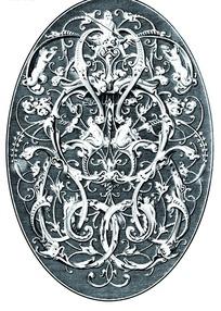 缠枝卷叶纹和欧洲人物纹构成的椭圆雕纹图案