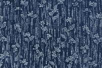 蓝色背景上的重复植物布料图案