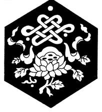 带纹莲花纹圆形盘长构成的六边形黑白图案