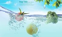 水中的绿色新鲜水果和蔬菜