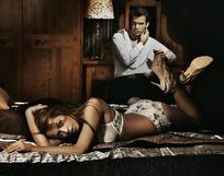 卧室中的一对外国情侣生活素材