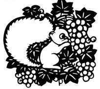 吃葡萄的松鼠剪纸画