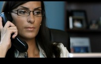 办公短片素材 办公室接听电话的职业外国女白领