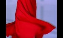 炫动舞裙的红衣女子