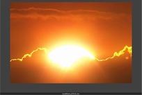 天象视频 日落金红的太阳和晚霞云海