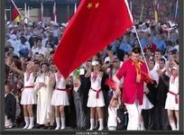 奥运视频 开幕式拿着五星红旗走过的旗手姚明