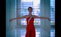 穿着红舞蹈衣的女子