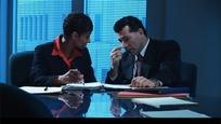 商务视频-看着一堆文件开会的商务男女