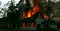 烧穿房屋的大火
