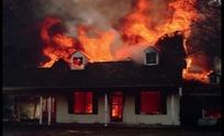火海中燃烧的房屋
