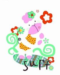 穿着斑点衣服的小花猫和花朵