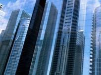 玻璃外墙中的现代城市高楼