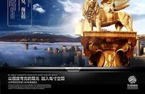 石柱上的金色狮子雕塑PSD素材