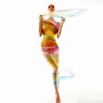 彩色轻纱包裹的裸体女性