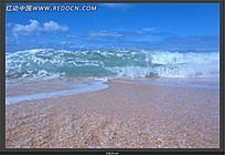 浪花冲向海滩视频素材
