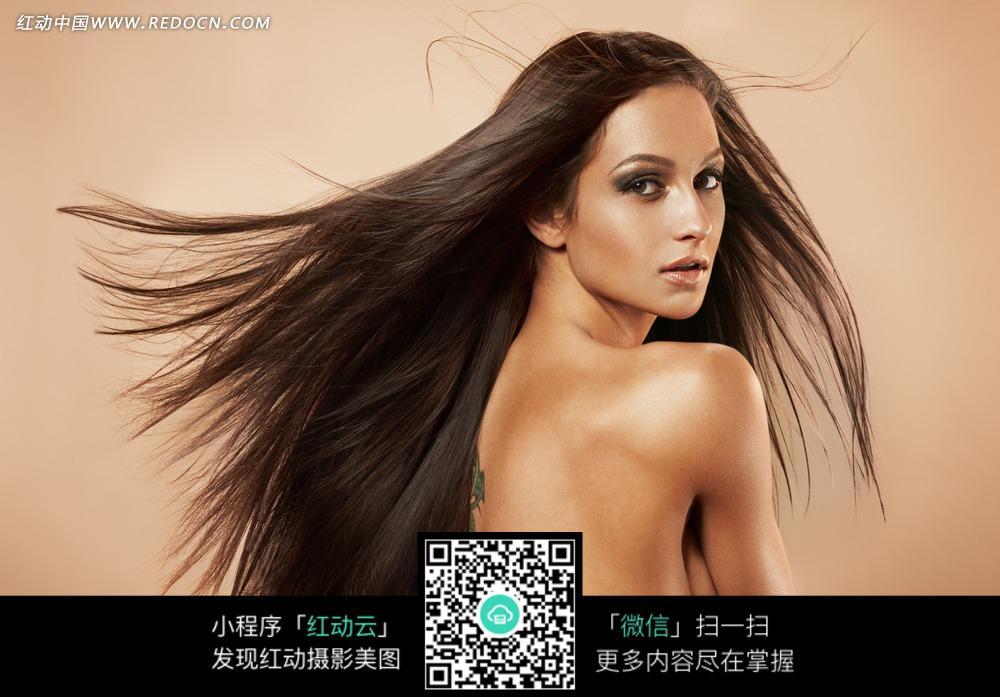头发飘逸的美女模特图片