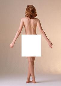 张开双臂的裸体美女背部