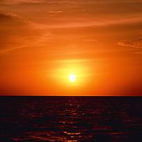 夕阳西下的海平面