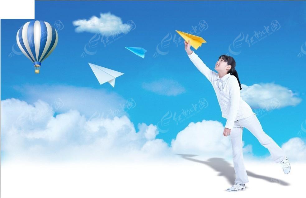 白云上放飞飞机的女孩和热气球psd素材免费下载(编号)