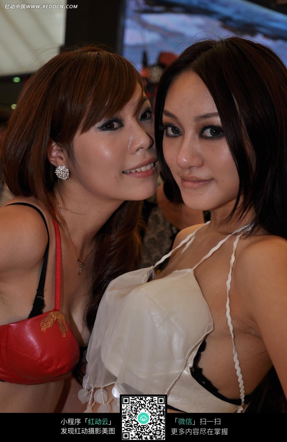 两个showgirl美女图片