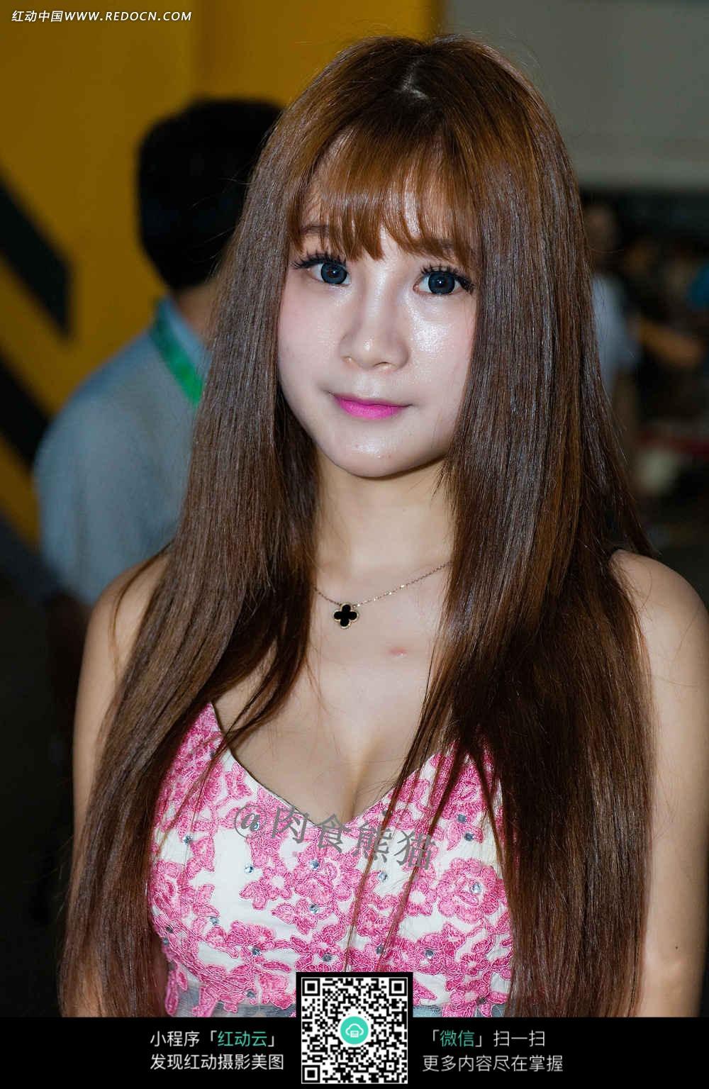平刘海的娃娃脸美女图片