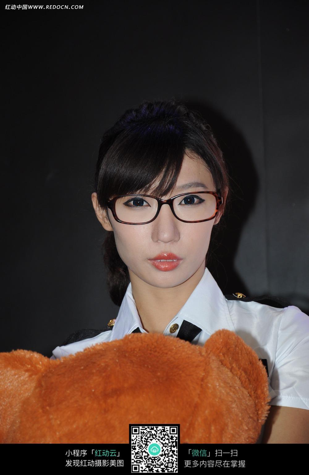 锐战网络眼镜美女宣传照片图片