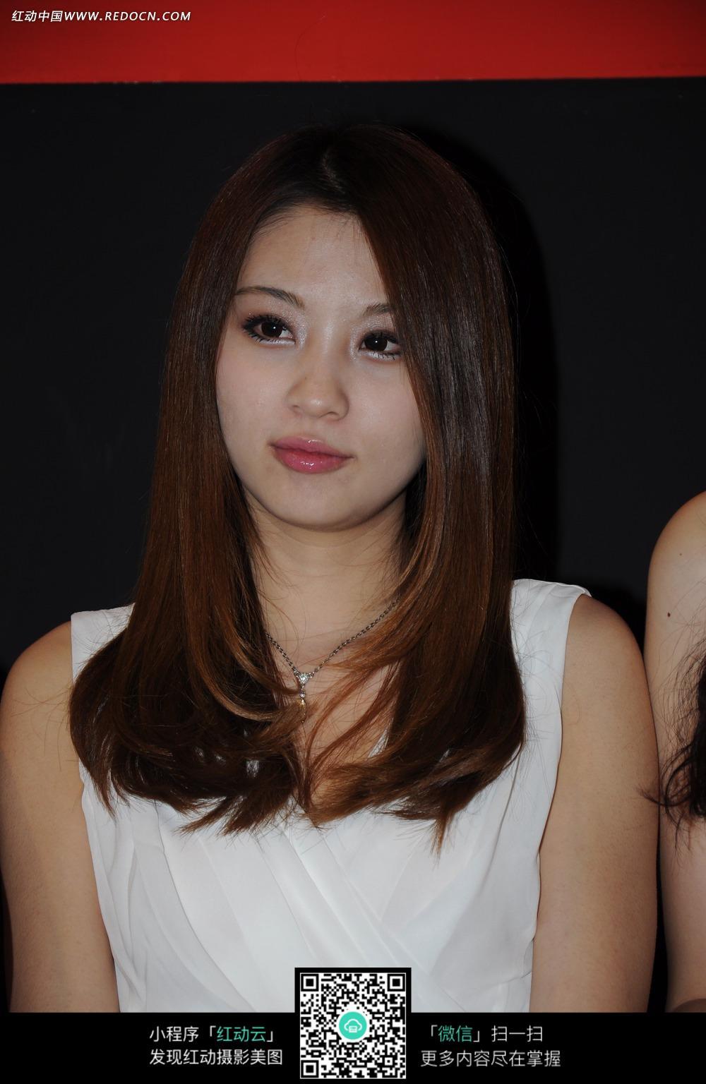 白色服装的美女图片 职业人物图片