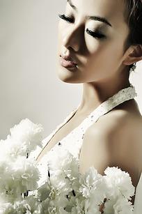 白色花朵和美女写真