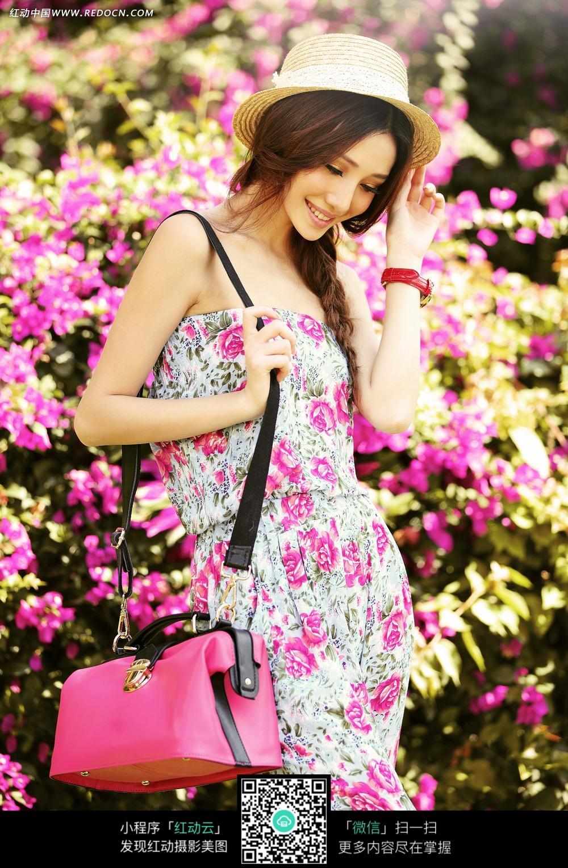 美女 美女写真 长发/背着包包的长发美女写真摄影