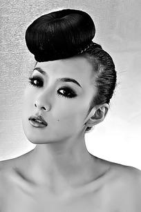 发型奇特的美女写真