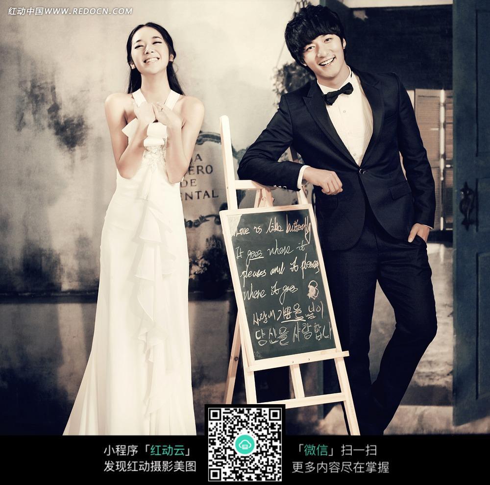 白色婚纱创意摄影写真_新人情侣图片