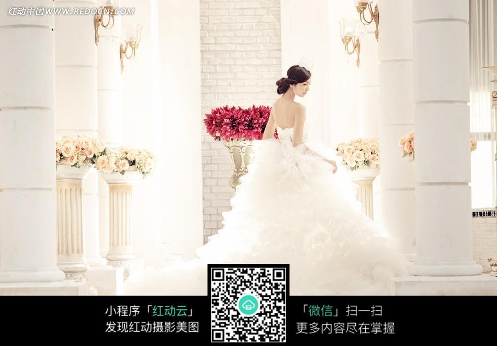 白色婚纱美女背影写真摄影