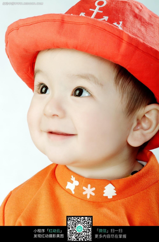戴着红帽子的可爱宝宝图片