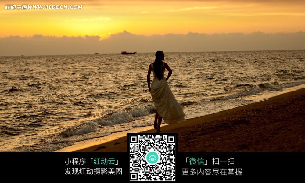 海边的美女背影婚纱摄影图片
