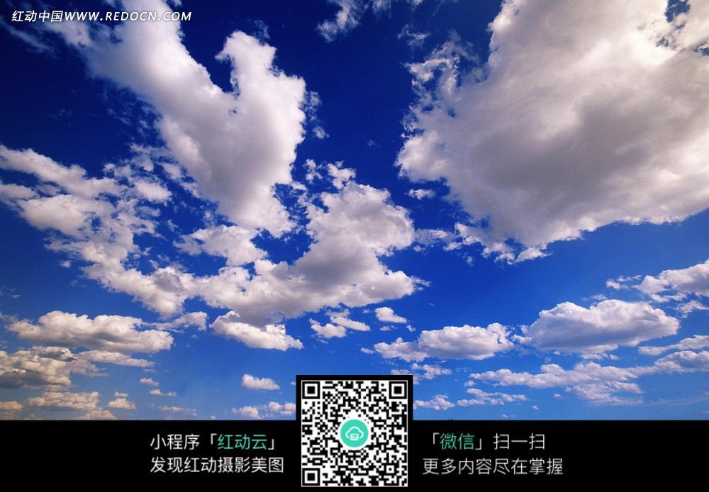 蓝天白云背景设计图片