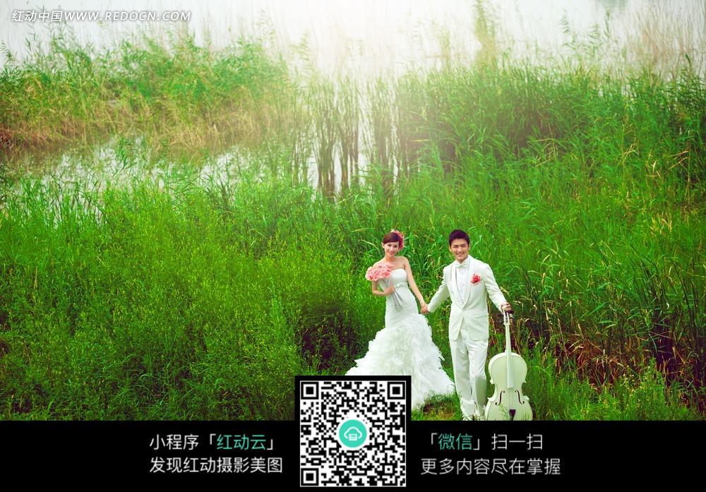 手拉手的情侣婚纱摄影图片
