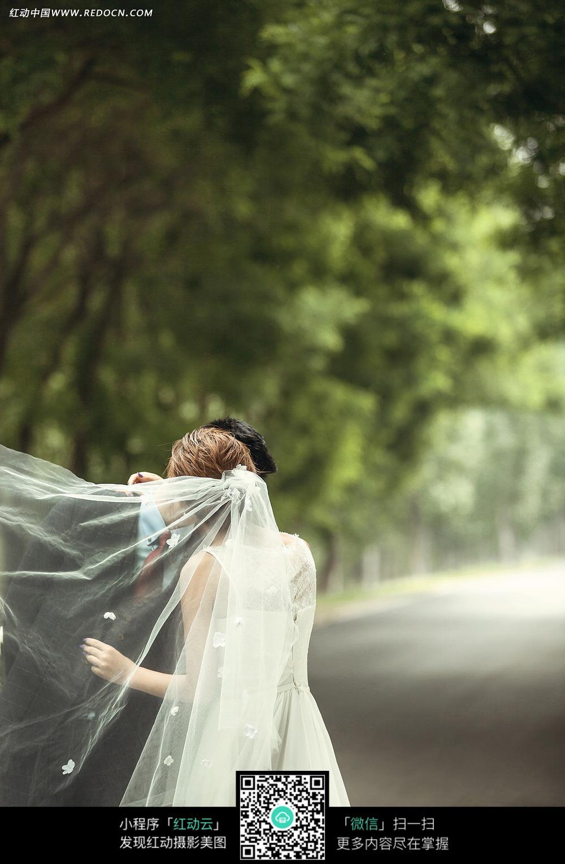 背影婚纱照_大红色婚纱背影图片-大红色婚纱摄影-大红色婚纱照图片大全 ...